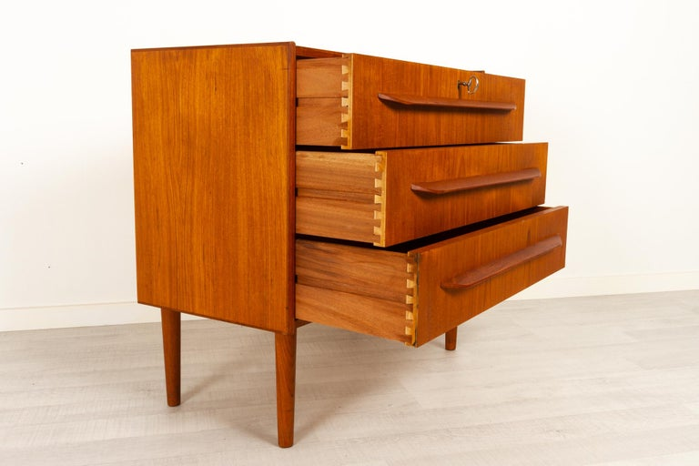 Danish Teak Chest of Drawers, 1960s For Sale 1