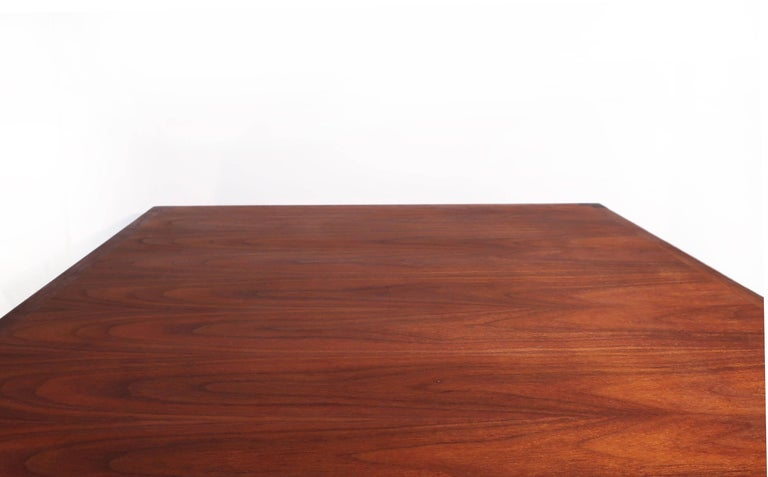 Danish Teak Coffee Table In Excellent Condition For Sale In Brooklyn, NY