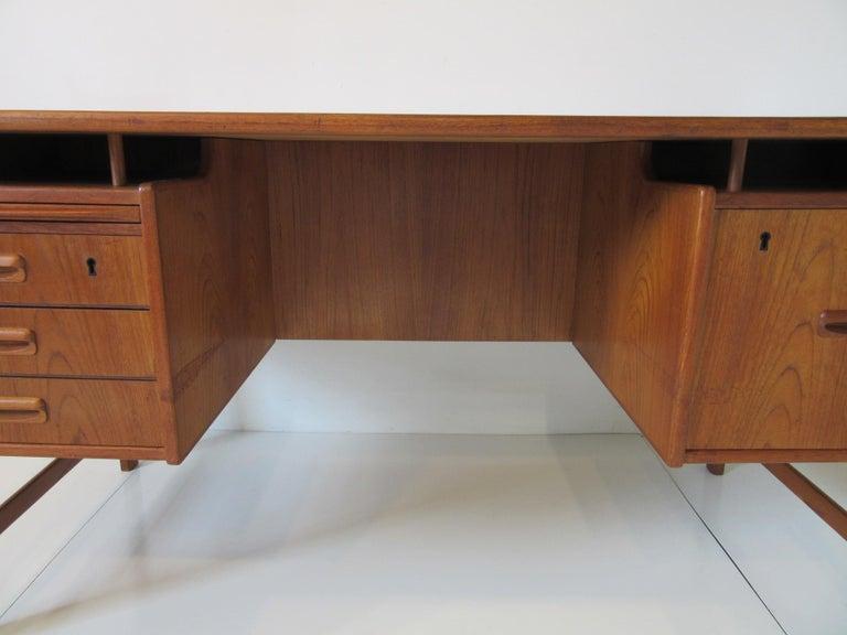 Danish Teak Desk with Bookcase in the Style of Vodder & Kai Kristiansen For Sale 6