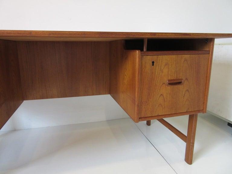 Danish Teak Desk with Bookcase in the Style of Vodder & Kai Kristiansen For Sale 7