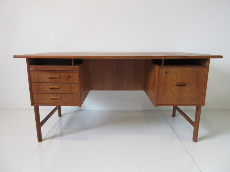 Danish Teak Desk with Bookcase in the Style of Vodder & Kai Kristiansen For Sale 9