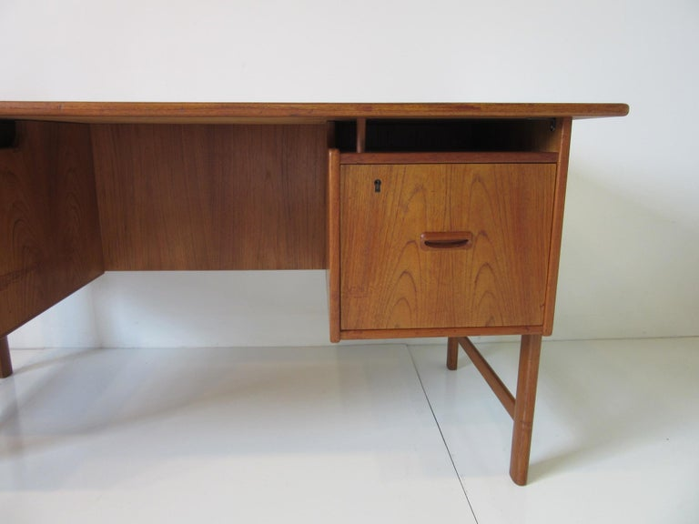 Danish Teak Desk with Bookcase in the Style of Vodder & Kai Kristiansen In Good Condition For Sale In Cincinnati, OH