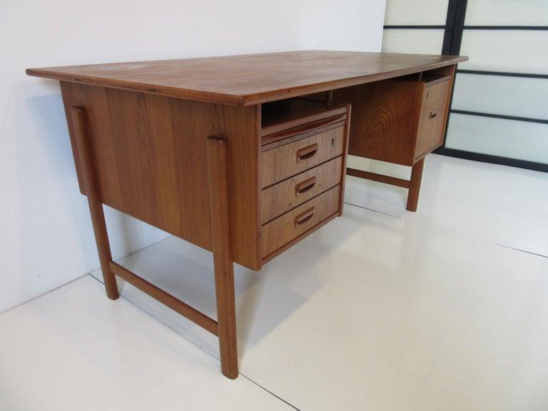 20th Century Danish Teak Desk with Bookcase in the Style of Vodder & Kai Kristiansen For Sale