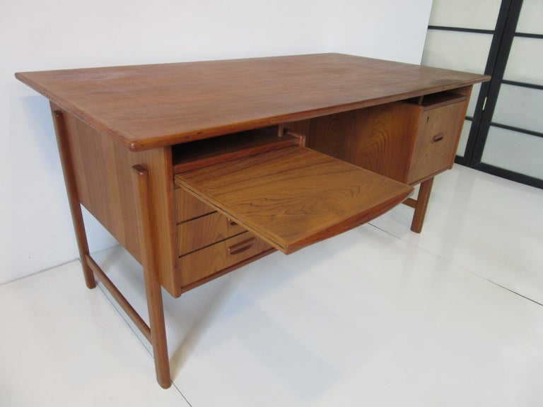 Danish Teak Desk with Bookcase in the Style of Vodder & Kai Kristiansen For Sale 1