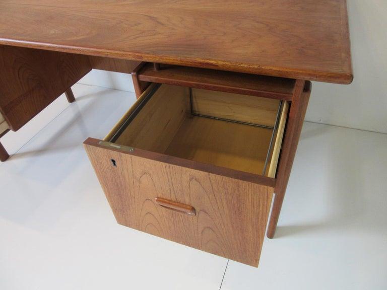 Danish Teak Desk with Bookcase in the Style of Vodder & Kai Kristiansen For Sale 3