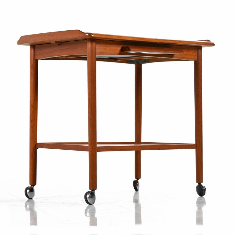 Danish Teak Expandable Rolling Bar Cart by Dyrlund, Scandinavian Modern In Excellent Condition For Sale In Saint Petersburg, FL