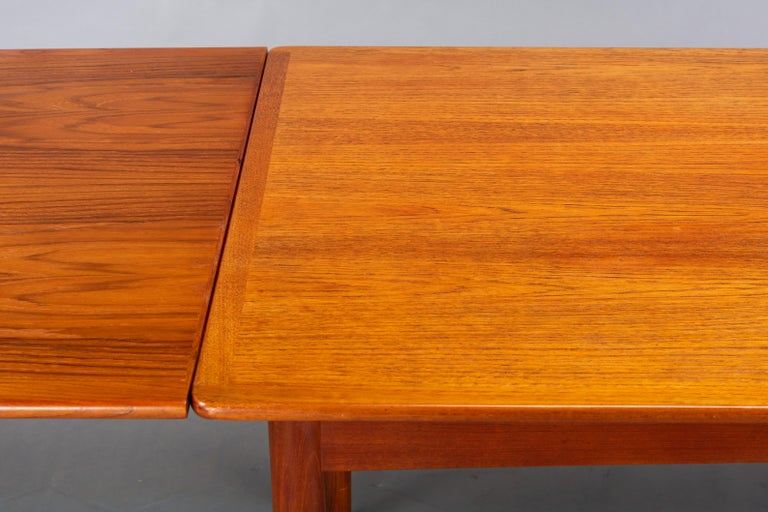 Danish Teak Extendable Dining Table, 1960s For Sale 4