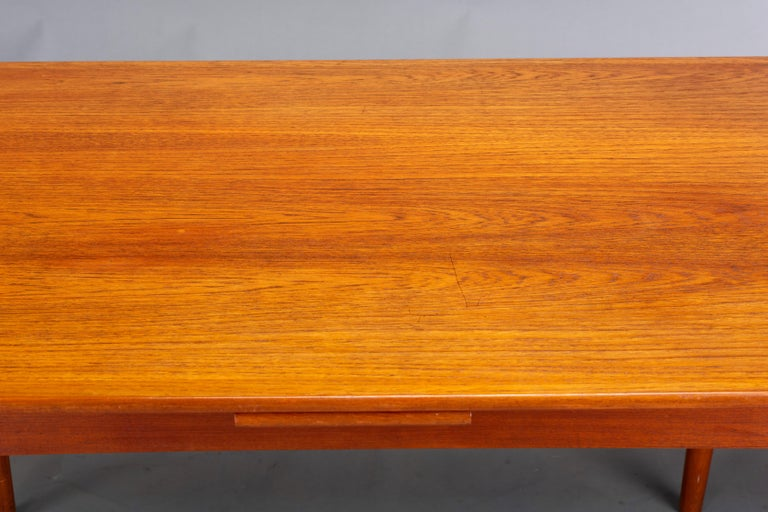 Danish Teak Extendable Dining Table, 1960s For Sale 5