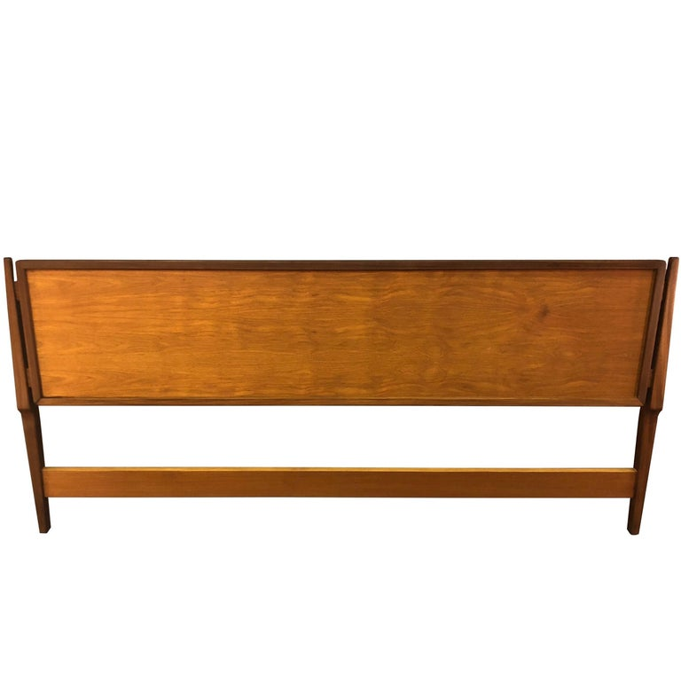 Danish modern teak platfom bed king size mid century modern at 1stdibs for Danish teak bedroom furniture