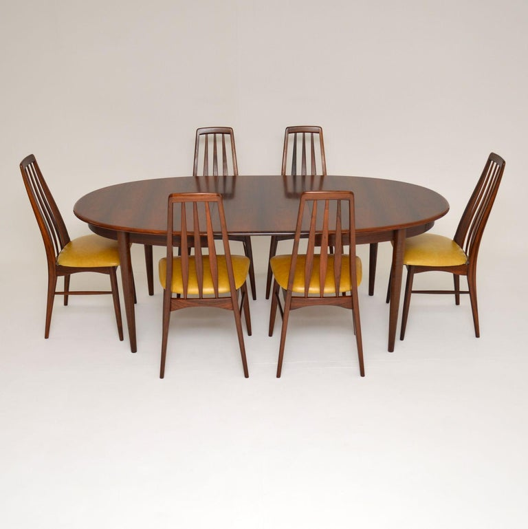 A stunning vintage Danish dining table of outstanding quality. This is beautifully made and it dates from the 1960s.  This has two extra leaves that comes with this to extend the dining area significantly. We have had this stripped and re-polished