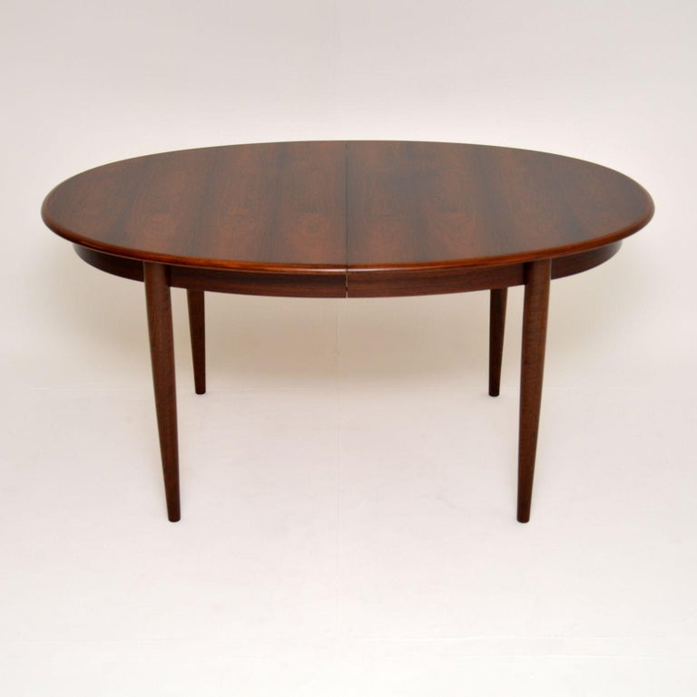 Danish Vintage Extending Dining Table In Good Condition For Sale In London, GB