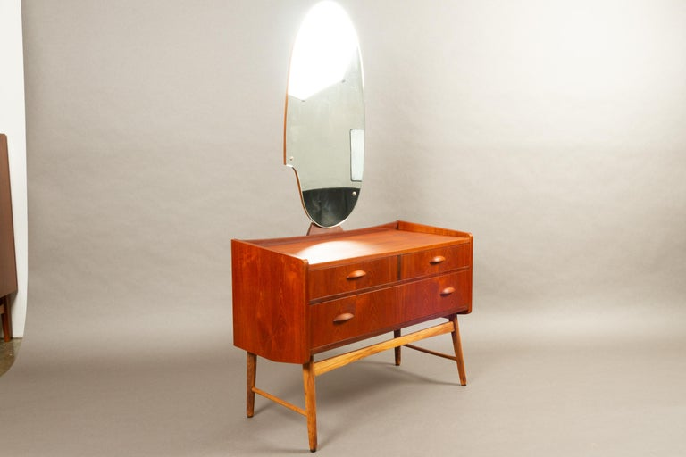 Danish Vintage Teak Vanity with Mirror, 1950s In Good Condition For Sale In Nibe, Nordjylland