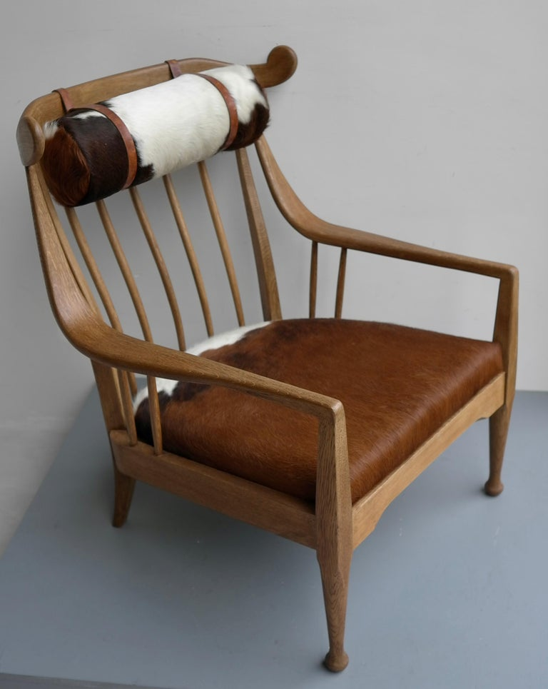 Danish Well Crafted Cowhorn Lounge Chair in Solid Oak with Cowhide and Nekroll For Sale 2