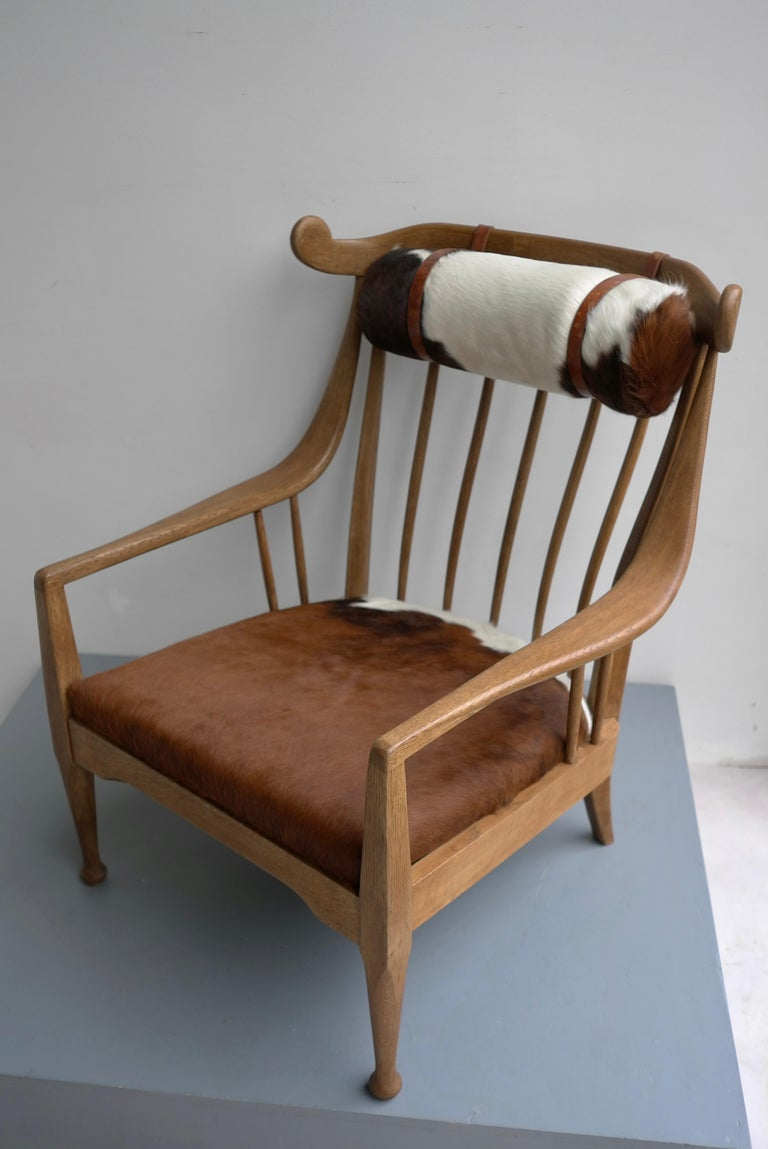 Danish Well Crafted Cowhorn Lounge Chair in Solid Oak with Cowhide and Nekroll For Sale 3