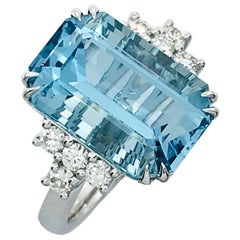Danwak Collection 18K Gold 9.25 Carat Aquamarine and 0.45 Carat Diamond Ring