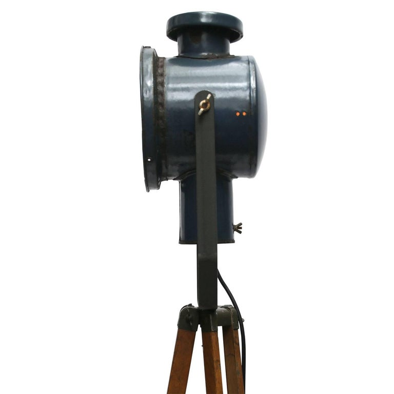 Dark Blue Enamel Vintage Industrial Wooden Tripod Spot Light Floor Lamp In Good Condition For Sale In Amsterdam, NL