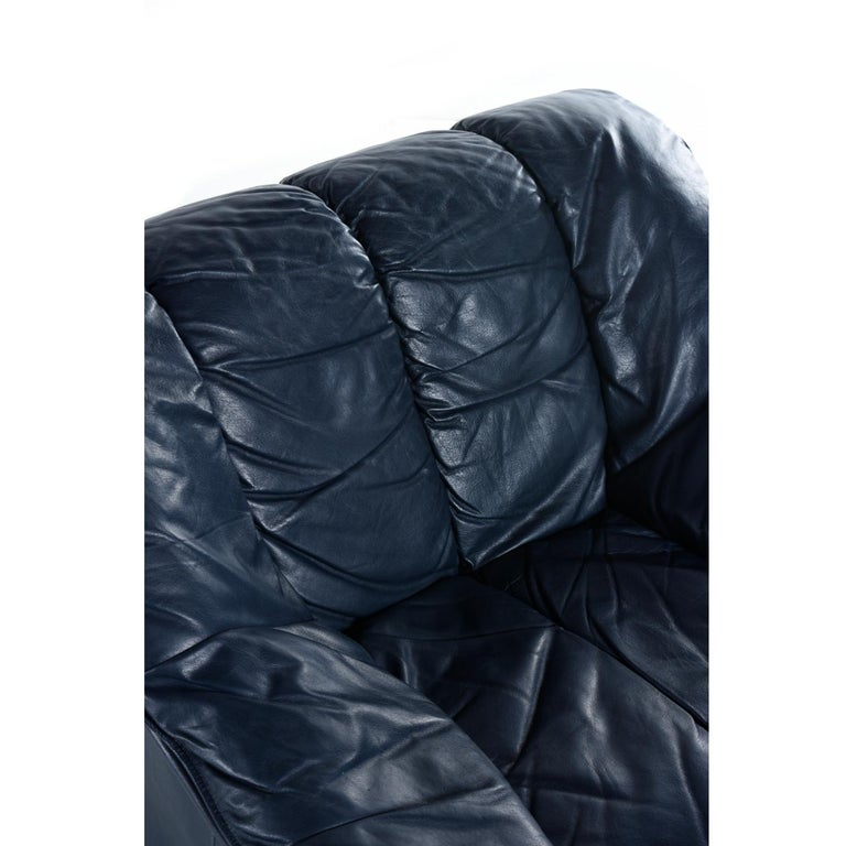 Dark Blue Italian Leather Armchair Lounge Chair in the Manner of De Sede DS-600 For Sale 1