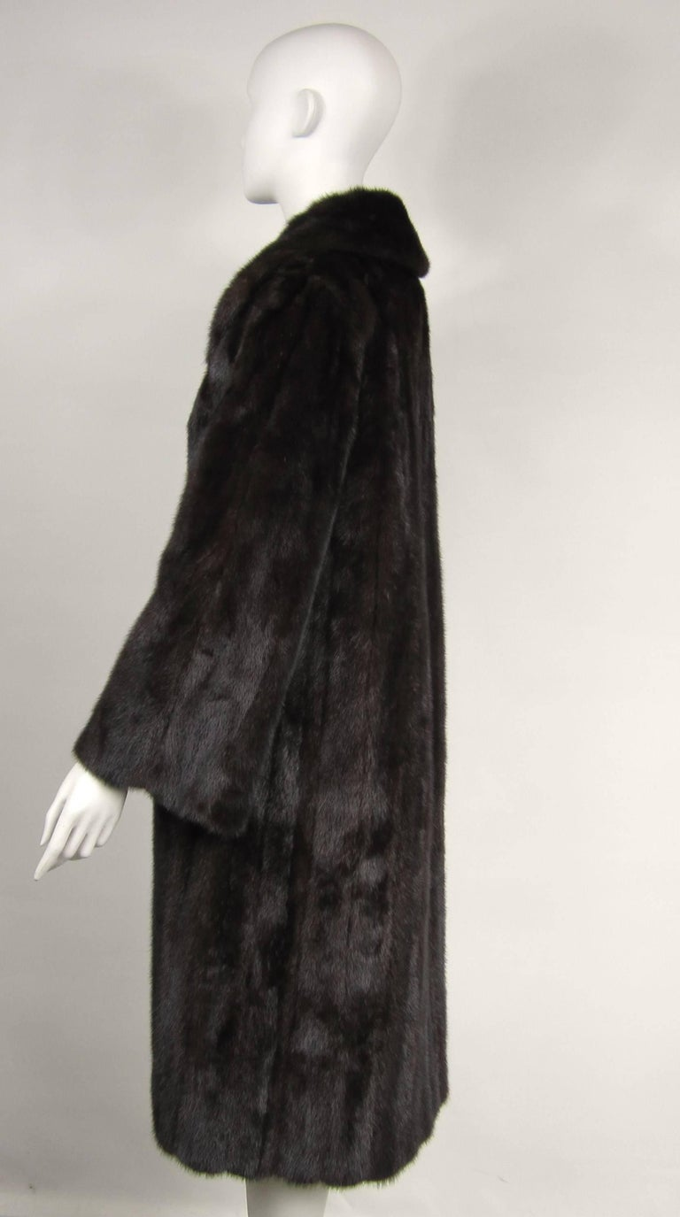 Dark Ranch Mink Coat Medium Stunning Classic Timeless  In Good Condition For Sale In Wallkill, NY