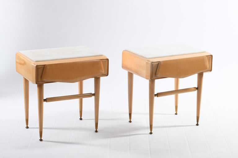 Pair of bedside tables in bleached solid maple with beautiful details in cast brass, white marble top. Made by the company Dassi Lissone Milan Italy in the 1950s, these bedroom tables or side tables have a shaped drawer carved in solid wood.