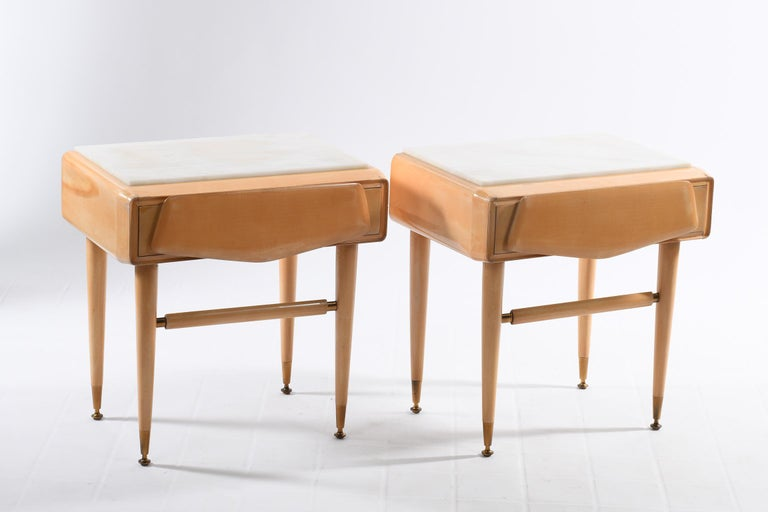 Dassi Mid Century Italian Night Stands Brass Feet and White Marble Top In Good Condition For Sale In Firenze, IT