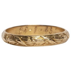 Dated 1946 Vintage Carved 14 Karat Yellow Gold Band