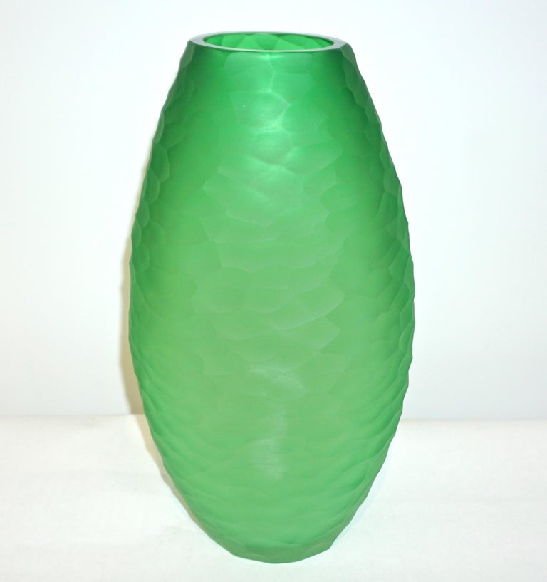An elegant vase of ovoid shape, in a chic vivid green Murano glass, blown by Vivarini, with a high quality of decoration in a precious small battuto on the entire surface, hand chiseled while the glass is still hot, executed by the artist Schiavon.