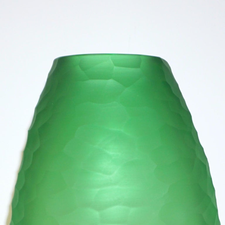Dated 2007 Modern Apple Green Murano Glass Vase Signed Vivarini & Schiavon In Excellent Condition For Sale In New York, NY