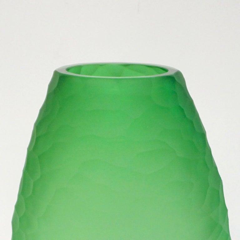 Contemporary Dated 2007 Modern Apple Green Murano Glass Vase Signed Vivarini & Schiavon For Sale