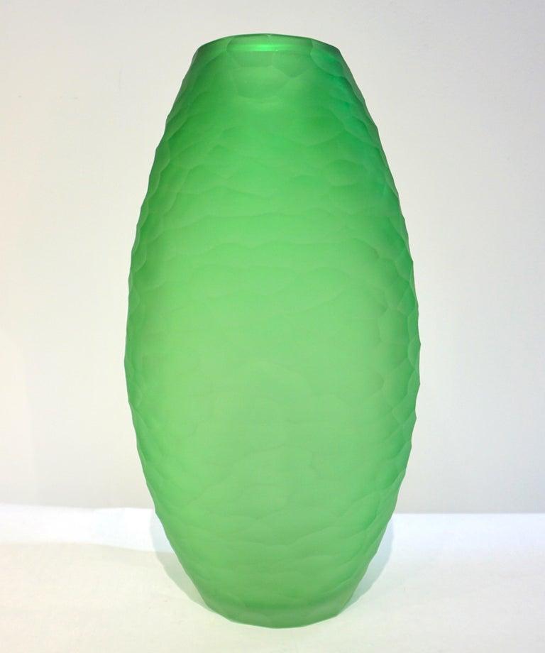 Dated 2007 Modern Apple Green Murano Glass Vase Signed Vivarini & Schiavon For Sale 1
