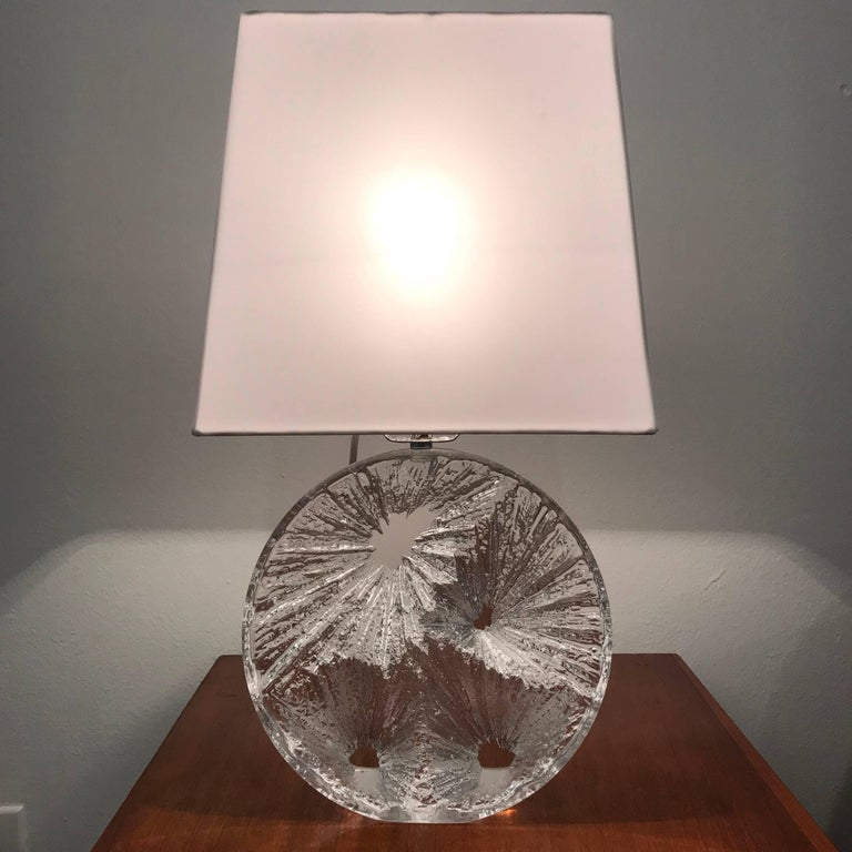 Daum Crystal French 1960 Table Lamp In Excellent Condition For Sale In New York, NY