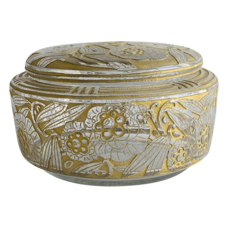 Daum Nancy box ( Art Deco ) signed Daum Nancy. with cross Lorreine - Acid cut and portially gilded - Circa 1930  measures 23 cm x 12 cm.