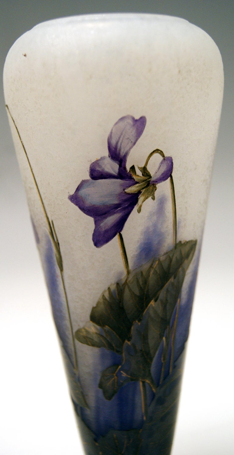 Daum Nancy France Art Nouveau Early Vase with Violets Flowers Made, circa 1895 In Excellent Condition For Sale In Vienna, AT