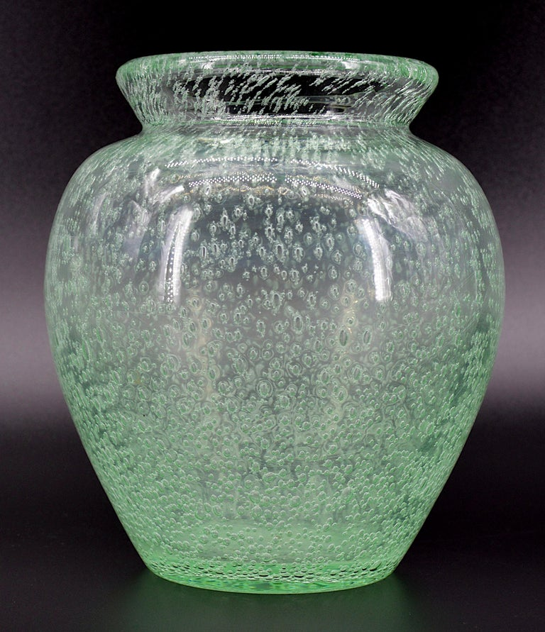 French Art Deco glass vase by Daum (Nancy), France, 1930s. Thick blown and bubbled glass vase. Color : green. Height : 18.9