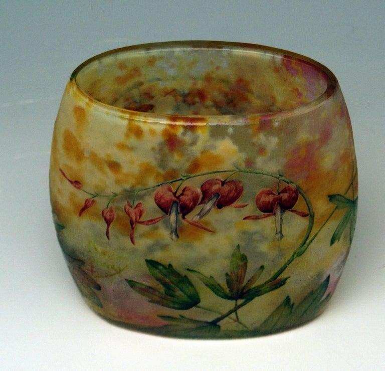 Daum Nancy Glass Pillow Vase Art Nouveau Bleeding-Hearts France Lorraine 1905 In Excellent Condition For Sale In Vienna, AT