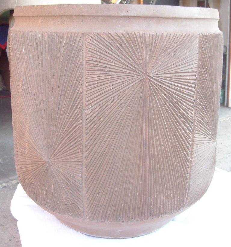 David Cressey and Robert Maxwell Large Planter, Pot, Earthgender Vessel Sunburst In Good Condition For Sale In Los Angeles, CA
