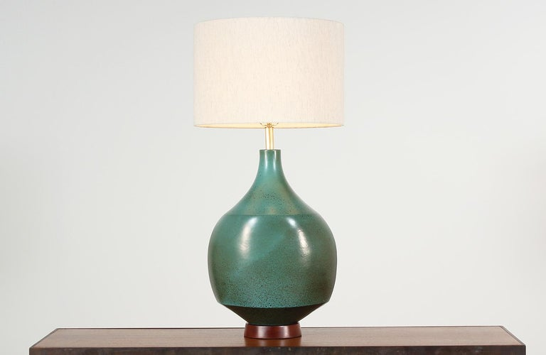 Large ceramic table lamp designed by David Cressey for Architectural Pottery in the United States, circa 1970. This beautiful ceramic lamp features a teal blue body with brown speckling that sits on a complementary walnut wood base. Includes new