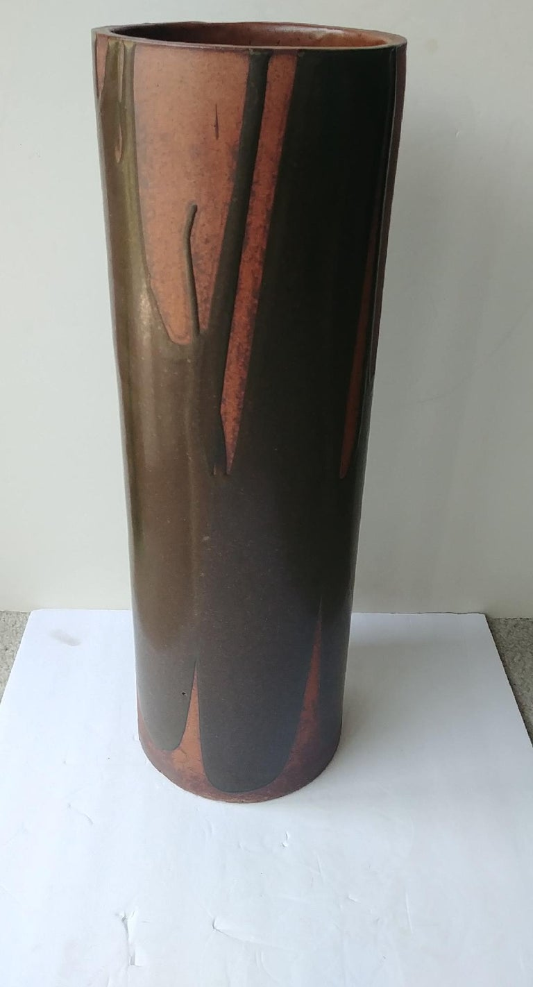 Great and rare David Cressey umbrella stand pro-artisan for Architectural Pottery. Could be use as large vase or tall planter, is a straight cylinder from top to bottom of 8 inches diameter.