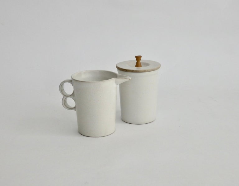 David Gil Bennington Potters Modernist White Cream and Sugar Vessels In Good Condition In Ferndale, MI