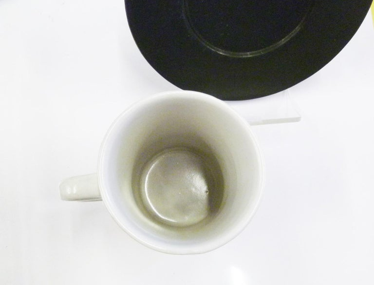American David Gil Bennington Potters Vermont Set 6 White Trigger Mugs 6 Black Saucers For Sale