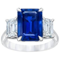 David Gross Three-Stone Emerald Cut Blue Sapphire and Diamond Platinum Ring