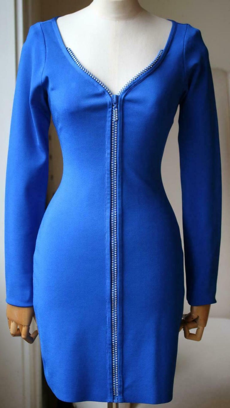 This David Koma mini crystal zip knit dress features a sweetheart neckline and a crystal zipper down the front. Long sleeve, mini length, unlined. Front zip closure. 75% Rayon, 23% nylon, 2% spandex.  Size: Large (UK 12, US 8, FR 40, IT
