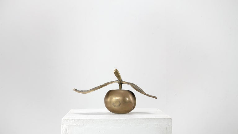 Original signed David Marshall Desenos brass apple sculpture in very good condition with a light patina all around. Very good vintage item has no defects, light wear consistent with age and use.
