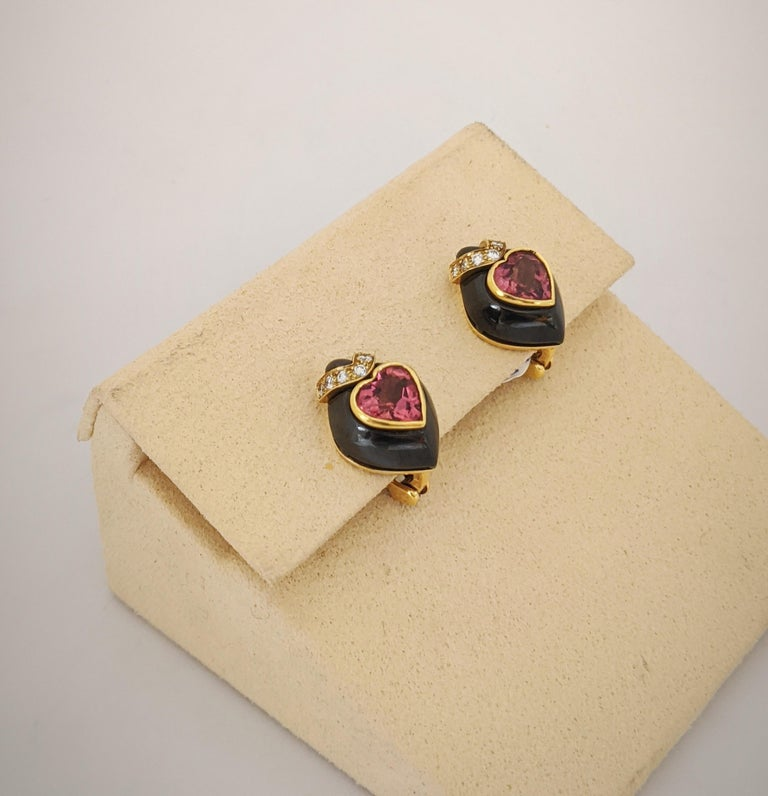 Round Cut David Morris 18Kt Yellow/Blackened Gold Diamond & Pink Tourmaline Heart Earrings For Sale