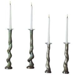 Vier Kerzenhalter aus Gussbronze von David N. Ebner