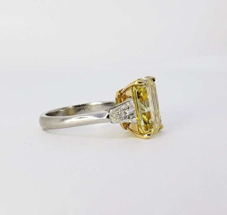 David Rosenberg 6.40ct Emerald Fancy Vivid Yellow GIA Diamond Engagement Ring For Sale 4