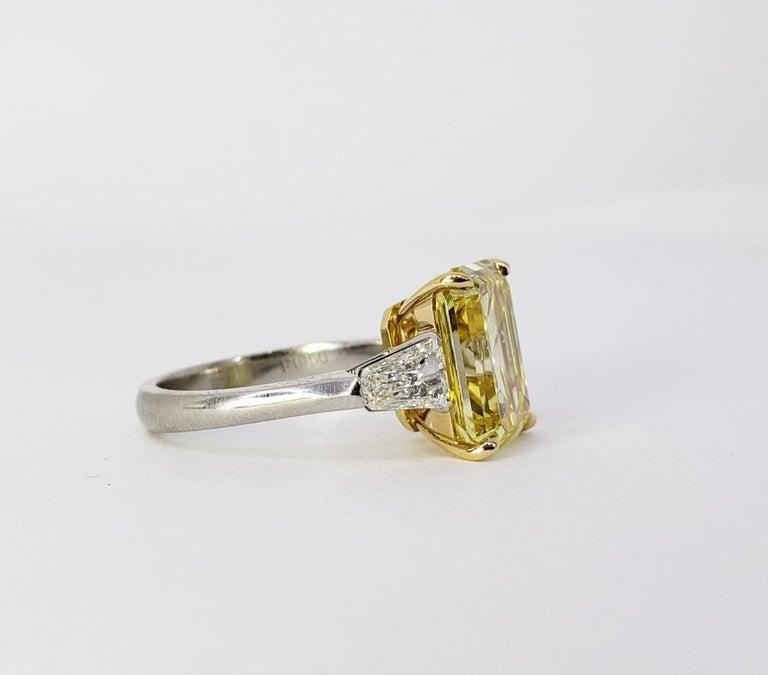 David Rosenberg 6.40ct Emerald Fancy Vivid Yellow GIA Diamond Engagement Ring For Sale 5