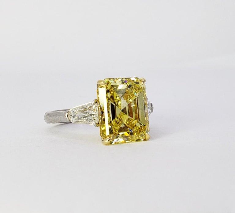 David Rosenberg 6.40ct Emerald Fancy Vivid Yellow GIA Diamond Engagement Ring For Sale 6
