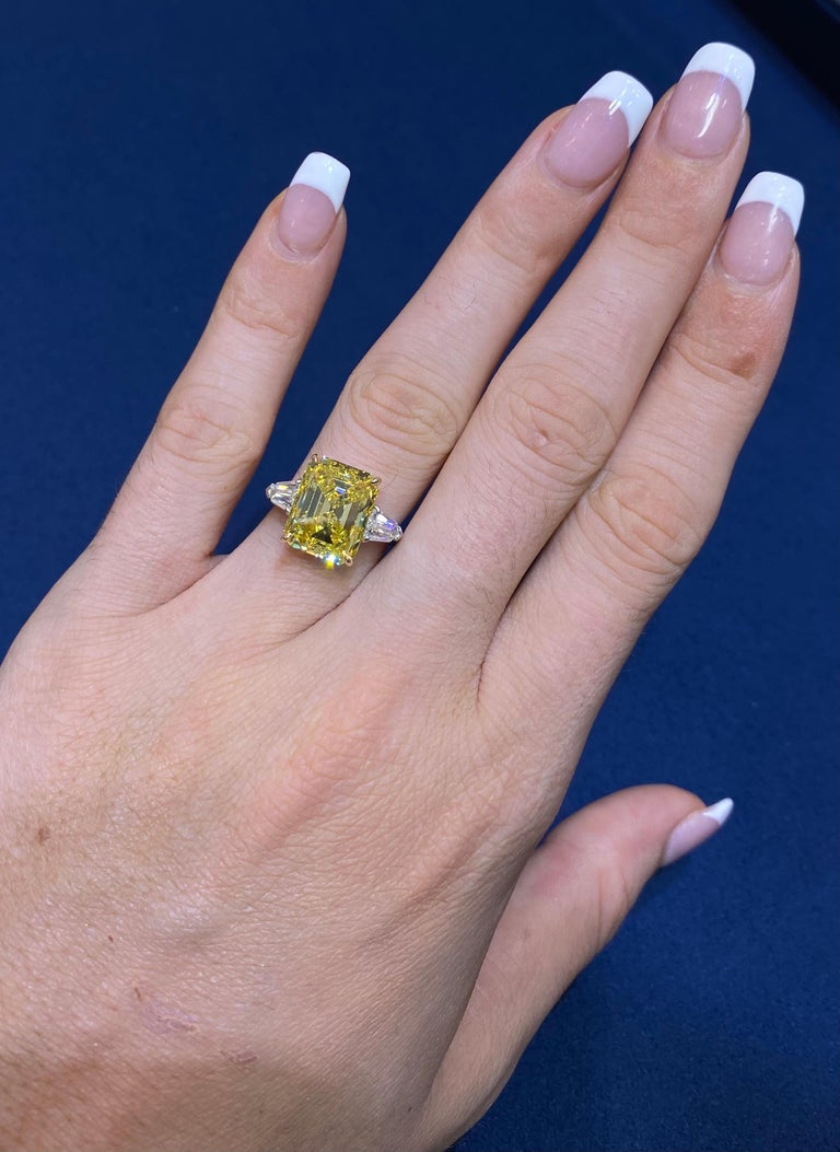 David Rosenberg 6.40ct Emerald Fancy Vivid Yellow GIA Diamond Engagement Ring For Sale 10