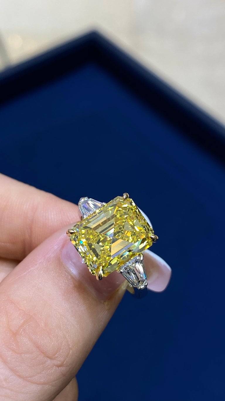 David Rosenberg 6.40ct Emerald Fancy Vivid Yellow GIA Diamond Engagement Ring For Sale 12
