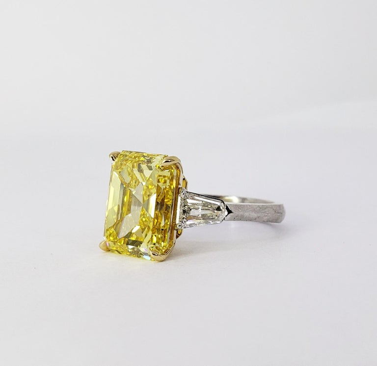 David Rosenberg 6.40ct Emerald Fancy Vivid Yellow GIA Diamond Engagement Ring In New Condition For Sale In Boca Raton, FL